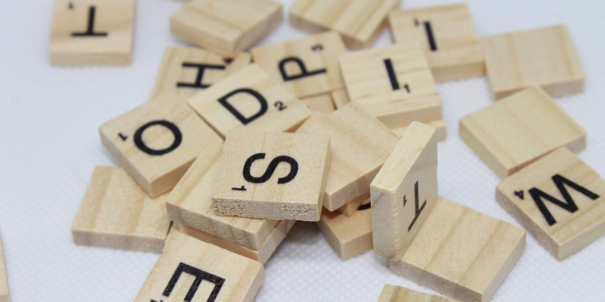 Scrabble letters for the purpose of spelling localization
